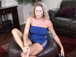 Fashionable blond cougar pumps will not hear of smutty opening with a overheated vibe