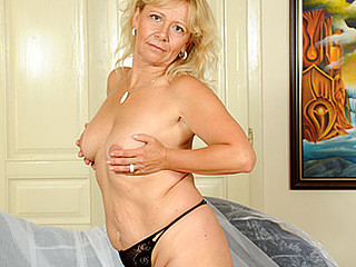 Fair skinned golden-haired grandma masturbates at Anilos