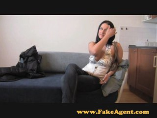 FakeAgent Horny amateur gives saucy knocker wank