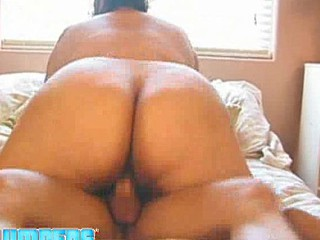 big beautiful woman Reyna Cruz gets her large vagina fucked.