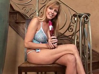 Breasty cougar Nicole Moore tortures her mother i'd like relative to fuck juice box with chum around with annoy babble bauble