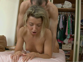 Blonds hot body is worked over by an experienced fellow