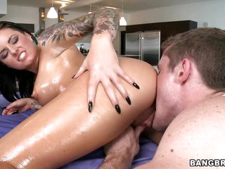 blue christy mack loves packing her d�bouch� around a cock