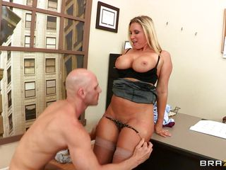 Devon Lee is a hawt blonde babe with large bouncy tits that can't live without a large hard cock between her juicy lips. And Johnny Sins is one lucky fucker to get the chance to have a fellatio form this blonde MILF. He even sucks her nipples, bonks her tits before Devon gave fellatio and spreads her hawt legs in nylons for a good fuck