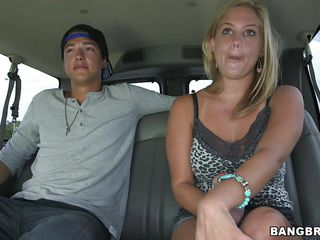 breasty chick blows inside the car!