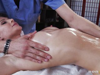 cutie jenni lee gets her crowd rubbed