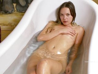 milf in bathtub rubbing and unfenced her bedraggled vagina