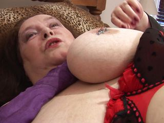 chunky aged lady masturbating right on her bed