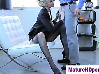 Blonde cougar uses toy in her love tunnel