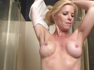 Hot milf Georgie gets all wet in the shower and reveals her worked out body. This babe spreads shaving foam all over her legs and pussy and starts shaving with a razor. This babe starts to be so lascivious and plays a little with her wet cunt, while moaning with pleasure. Wanna peak a little at her and see her cum?