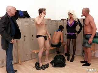 hot blowjob regarding the locker room!