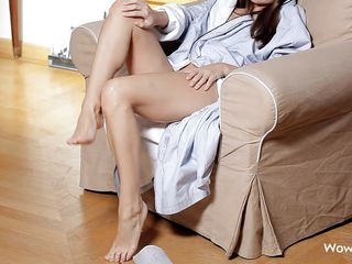 pretty girl unveils her sexy body