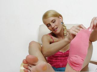 crestfallen babe giving nice feet work.