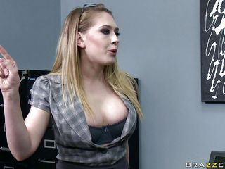 hawt blond shows her large titties