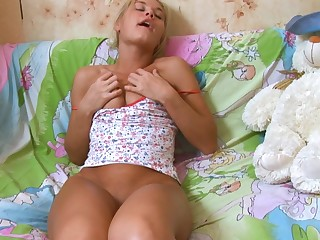 Blond teen tools her pussy and her ass to cum hard