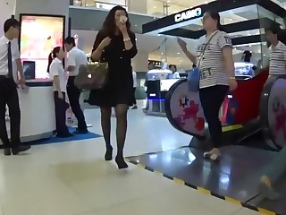 Chinese dude cum on girl tolerant in the baggage store