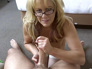 Natural Cougar takes a enormous facial