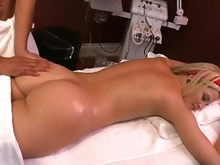 Hot ass blonde babe in arms Alexis Texas does crooked massage