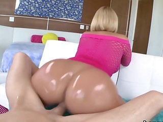 Hot white MILF with a huge pest gets fucked