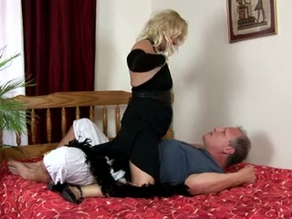 Horny granny sara lynn takes feel interest of aged schlong