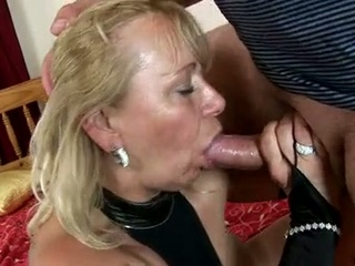 Horny granny sara lynn takes care of grey schlong