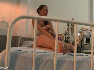Mandy Bright floozy pangs a chick in the hospital