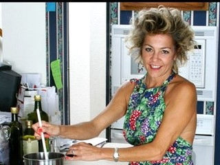 Housewife takes a break foreign cooking about awe her bushy twat
