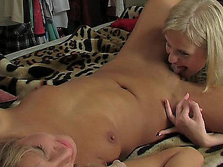 Voluptuous blondie seduces her go steady with during the time that interchanging lez tongue job