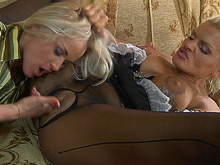 Awesome mastix in green fashion hose shows a maid her lesbian duties