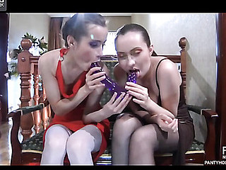 Veronica&Emm lesbo pantyhosing on video scene