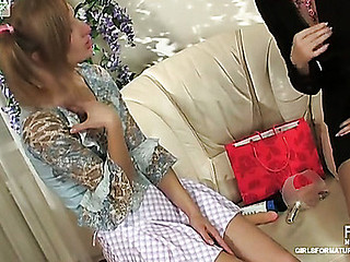 Helena&Emilia older lesbo video scene