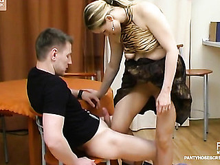 Frisky honey teasing guy with her pantyhosed legs till giving great legjob
