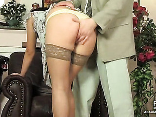 Blindfold sweetheart in sericeous nylons throwing her tasty buttocks exposed to stop-and-go restaurant check