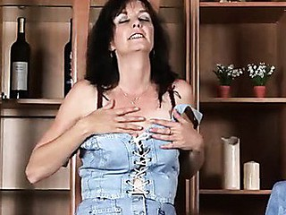 Pretty Anilos Renie strips and uses her fingers to satisfy her cunt