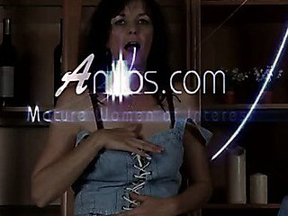 Pretty Anilos Renie strips and uses her fingers to satisfy her cookie