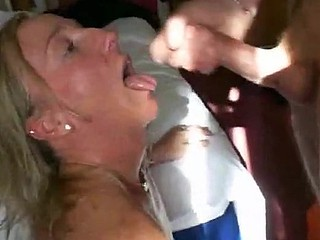 Non-professional wife sucks for cum around mouth
