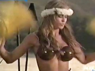 Carmen Electra Dancing The Hukilau