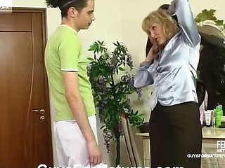 Older business-woman fucking her younger lover like there is no unborn