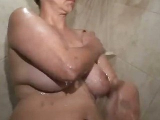 Hotel Room Fuck Trull Lusty Soaps Up Her Voluptuous Body