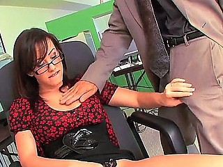 Beloved secretray Jennifer Ashen pleases horny boss with awesome blowjob and deep muff bonking