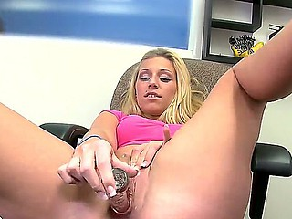 Amatur flaxen-haired whore Jordan with on make an issue of level hooters stuffs her shaved cum-hole with glass dildo at make an issue of interview