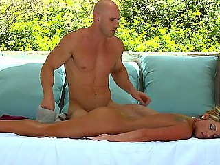 Look at delicious wet babe Holly Tyler relishing Johnny Sins making immodest massage and drilling her soaked cunt