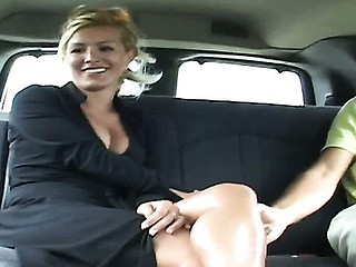 Renee is a risqu� French milf
