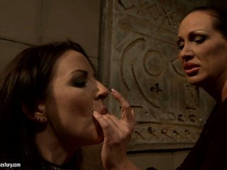 Mandy Bright love frigging her lusty slave