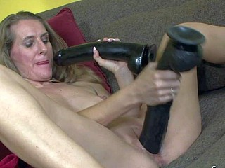 Mature whore Sara James knows best of a sex toy,