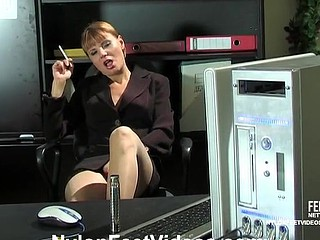 Alice&Mike nifty nylon feet video