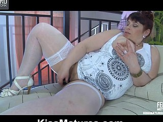 Caroline M&Mireille pussylicking mommy in action