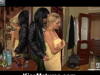 Stephanie&Judith mama in lesbo action