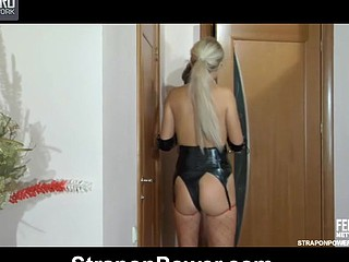 Perverted blond mistress in leather gear plugs her sub