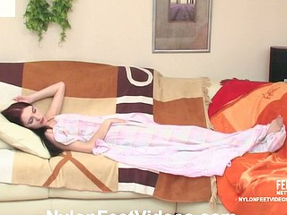 Judith&Christopher hawt nylon feet episode